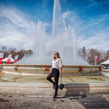 Paseo por la Plaza de España bicolor…